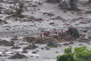 rompimento da barragem, de propriedade da mineradora Samarco, provocou o deslizamento de um grande volume de rejeitos
