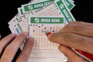 Caso apenas um ganhador leve o prêmio da Mega-Sena e aplique todo o valor na Poupança da CAIXA, receberá mais de R$ 102 mil em rendimentos mensais