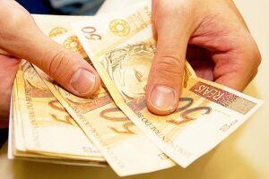 Válido para pessoas físicas e jurídicas, o Refis prevê descontos na multa moratória, que variam de acordo com a forma de pagamento