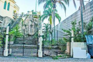 O estado de abandono do Outeiro de Santa Catarina e Casa da Frontaria Azulejada, foi registrado em primeira mão pelo Diário do Litoral