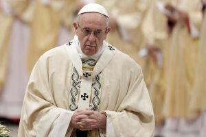 Papa pede que pais não condenem filhos gays