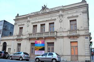 O Teatro Guarany fica na Praça dos Andradas, 100, Centro