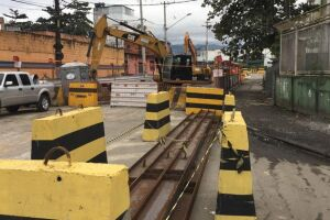 Rua Ana Santos é preparada para receber nova galeria de drenagem