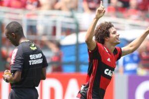 Além disso, o clube paulista fez uma nova tentativa para fechar com o volante William Arão, do Flamengo