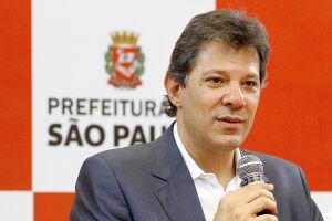 Os dirigentes do PT farão um ato na frente da sede da Polícia Federal, onde Lula está preso, para oficializar a decisão.