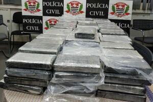 Tabletes de cocaína estavam escondidos dentro de tambores industriais