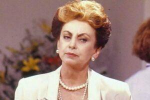 """No teatro, Beatriz Segall também se destacou no papel de uma milionária, na peça """"Três Mulheres Altas""""."""
