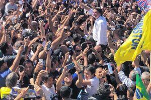 Bolsonaro foi carregado pelo povo no Distrito Federal