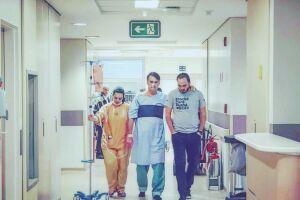 Jair Bolsonaro caminhou pelo hospital na tarde de hoje (19)