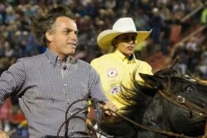 Bolsonaro participa de rodeio há algumas semanas.