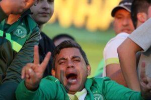 Torcedores comemoram vitória recente na Arena Condá.