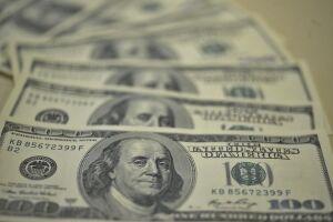 O dólar fechou cotado a R$ 4,1436 para venda