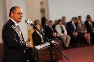 Alckmin disse que seu grupo político no PSDB foi voto vencido ao tentar impedir que o mandato de Aécio como presidente do partido fosse prorrogado e que era óbvio que se dependesse do senador ele ainda presidiria a sigla