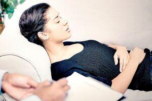 A hipnose vem sendo usada até por dentistas para ajudar a controlar a dor ou medo do paciente nos tratamentos