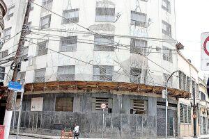 O edifício fica na Rua Gonçalves Dias, 8, no Centro