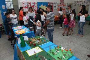 Nas salas de aula foram expostas as pesquisas e trabalhos elaborados pelos alunos