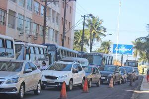 Obras e trânsito em São Vicente.