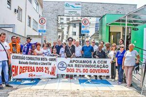 A manifestação aconteceu em frente ao Centro de Atendimento Médico-Ambulatorial (Ceama) de Santos