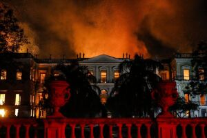 Um incêndio atingiu, no início do mês, o Museu Nacional do Rio de Janeiro