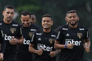 O São Paulo enfrenta o Santos na Vila Belmiro