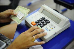 O eleitor que solicitou voto em trânsito em São Paulo recebeu um protocolo do cartório eleitoral com o endereço do local de votação