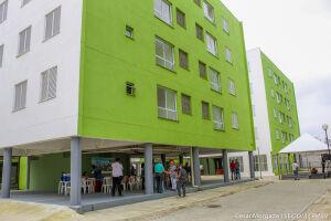 Famílias foram contempladas com apartamentos do Residencial 'Recanto dos Girassóis'