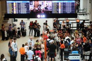 A alta do dólar voltou a derrubar os gastos dos brasileiros com viagens no exterior