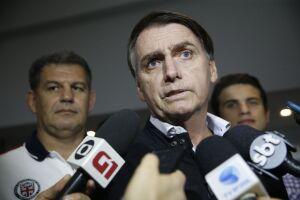 Jair Bolsonaro deixou para os filhos as reações às denúncias de disseminação de fake news anti-PT nas redes sociais