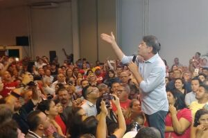 Cid Gomes chegou a ser vaiado pela militância petista