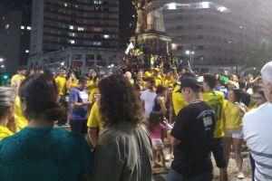 Praça da Independência, em Santos, tomada por eleitores de Bolsonaro hoje (28).