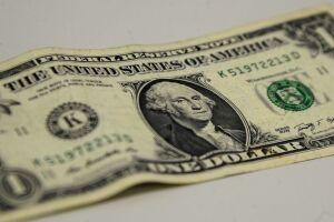 A moeda americana fechou em queda, cotado a R$ 3,73