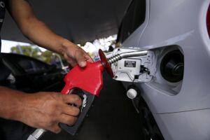 Em São Paulo, maior consumidor do País e com mais postos pesquisados, o litro da gasolina subiu 1,40% na semana passada, de R$ 4,414 para R$ 4,476, em média