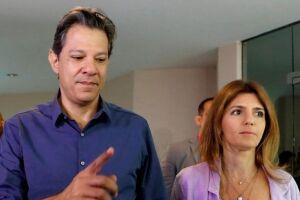 O candidato do PT ao Planalto, Fernando Haddad, votou pouco antes das 10h30 deste domingo (28) em uma escola na zona sul de São Paulo.
