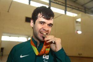 Israel Stroh conquistou a medalha de prata nos Jogos Paralímpicos Rio-2016