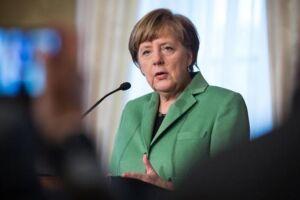 Merkel, 64, está à frente do país desde 2005 e comanda seu grupo político há ainda mais tempo, desde 2000