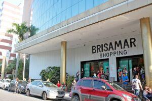 O Brisamar Shopping fica na rua Frei Gaspar, número 365, Centro, em São Vicente