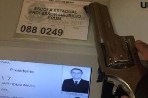 Há dezenas de vídeos nas redes sociais mostrando eleitores votando em Bolsonaro utilizando armas de fogo.
