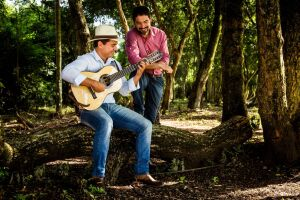 A dupla Arlindo Lima & Ramon Vieira apresenta o show 'Tropeada'