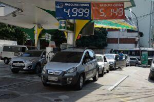 Combustível fica mais barato na bomba só quando companhias distribuidoras reduzem preço