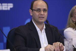 Primeiro dia do Enem foi um sucesso, diz ministro da Educação, Rossieli Soares