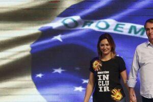 Michelle Bolsonaro chega a Brasília para primeira visita após eleição