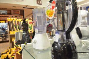 O preço de eletrodoméstico pode dobrar entre uma loja e outra