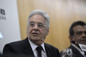 O ex-presidente Fernando Henrique Cardoso disse que 'partidos devem se refazer junto com movimentos'