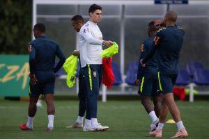 A seleção brasileira realizou o seu primeiro treino nesta segunda-feira (12)