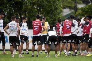 Cuca comandou treino tático nesta quinta-feira, no CT Rei Pelé