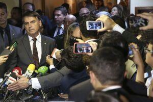 Bolsonaro acompanhou Rodrigo Maia até o carro, ao lado do ministro extraordinário da transição, Onyx Lorenzoni. Cumprimetaram-se, sorriram para as câmeras, mas não falaram com a imprensa