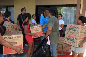 Fundo Social entrega 2 mil brinquedos e panetones para as entidades