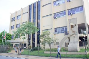 O prédio da Câmara de São Vicente tem 33 anos de existência