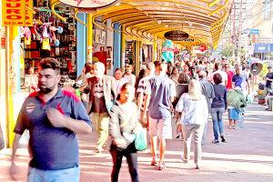 As famosas lojas de rua de São Vicente deverão estar lotadas no período de compras, já que o local é destino tradicional dos vicentinos