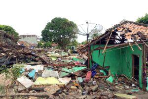 Regiões costeiras do Estreito de Sunda, que separa as ilhas de Java e Sumatra, na Indonésia, foram atingidas por um tsunami